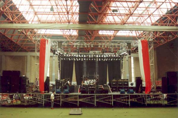 Desatacada 1993 Estudioan Eibarko ikastolan eta Europan More Volumen Tour 21